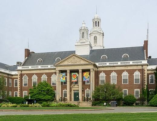 640px-City_Hall_in_Newton,_MassachusettsCrop